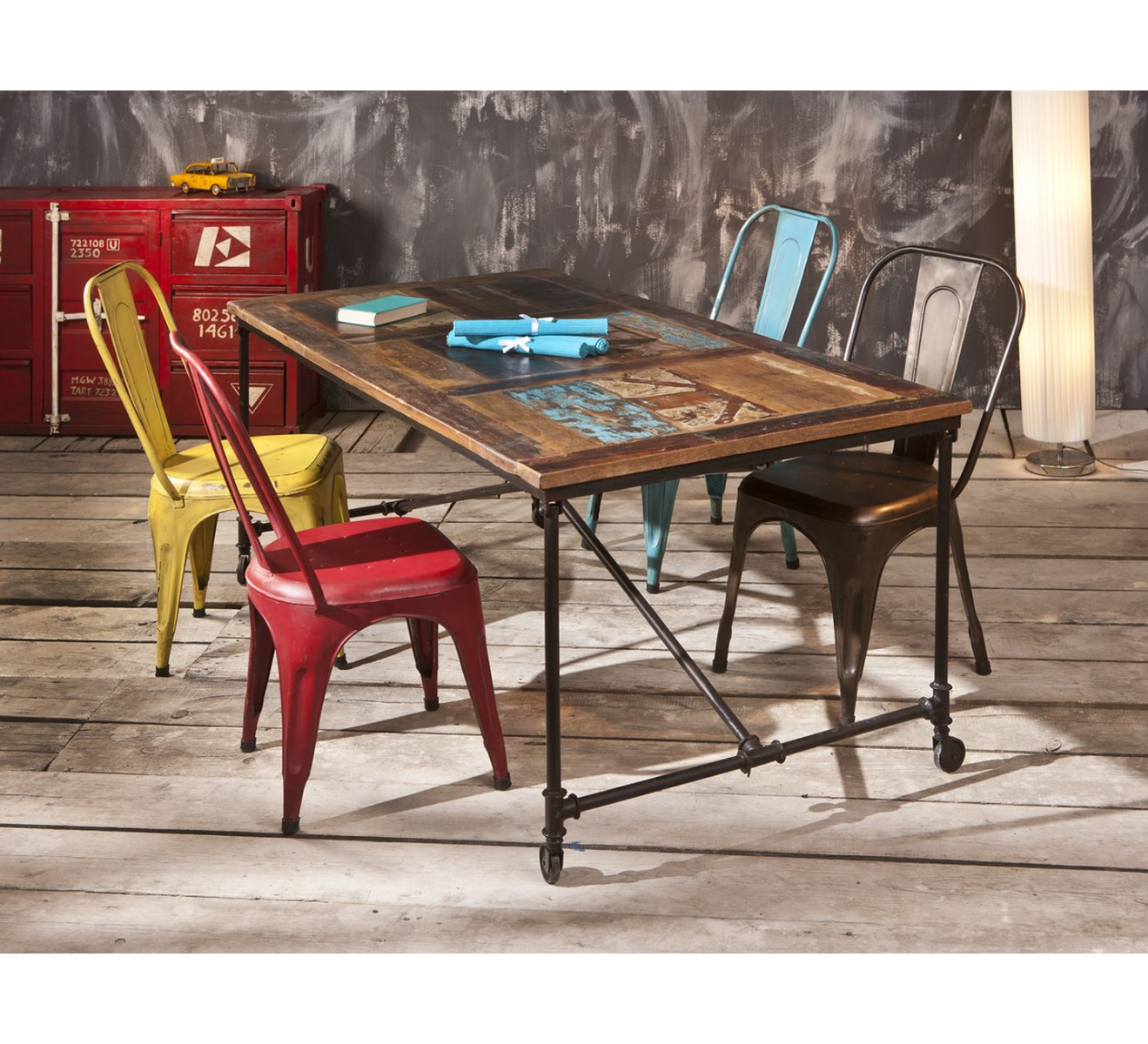 Table industrielle m tal et bois recycl docker 6892 for Table haute bois et metal