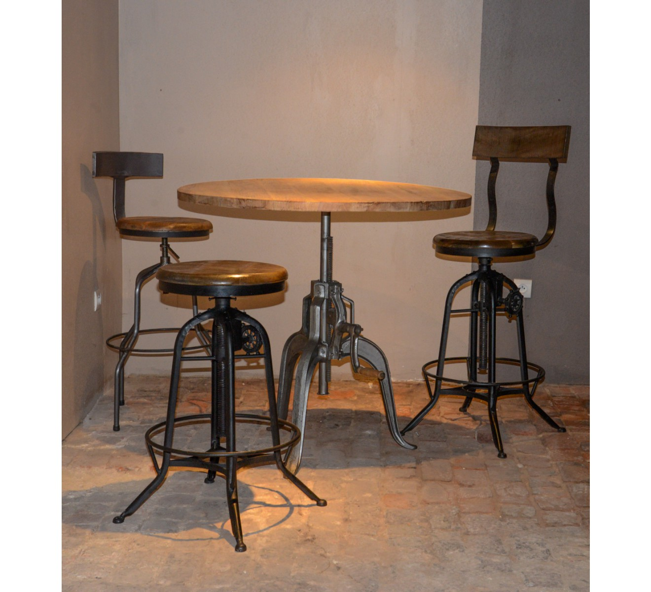 Table bar industrielle a manivelle r glable atelier grey - Table haute industrielle bois ...