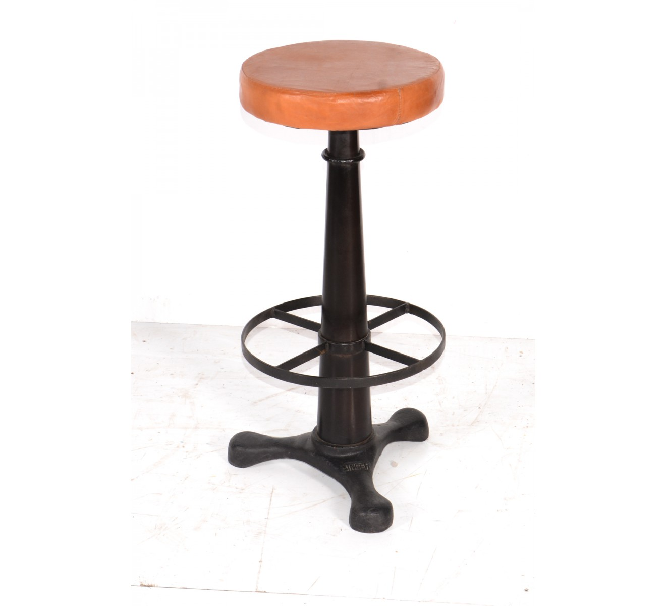 Tabouret de bar industriel en assise cuir r glable 39 atelier grey 39 6954 - Tabouret de bar cuir ...