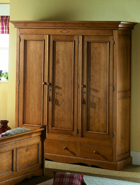 armoire pin massif 3 portes cottage. Black Bedroom Furniture Sets. Home Design Ideas